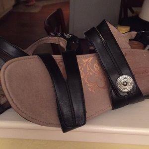 Aetrex black sandals never worn